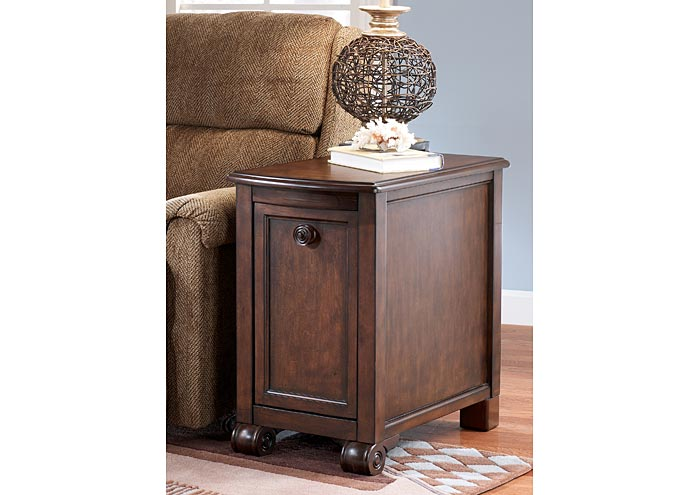 Finders Keepers Brookfield Chairside End Table